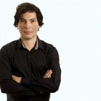 Poemas Quentes marca a estreia do poeta e bailarino Eduardo Macedo