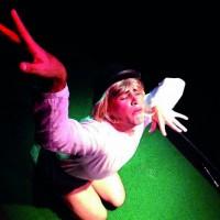 'Complexo de gaivota' reúne metalinguagem, humor e ironia