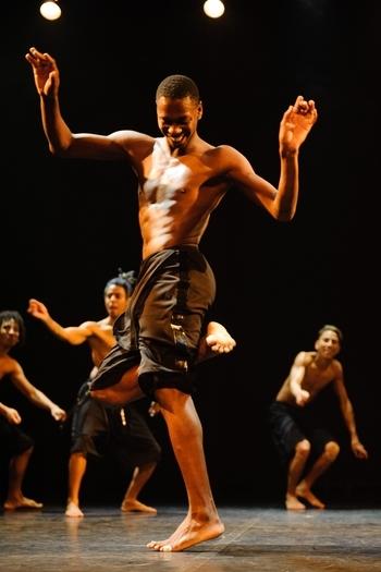 """Espetáculo """"#Passinho"""" das comunidades cariocas encerra o 7º Mova-se"""